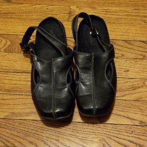 Easy Street Leather Women